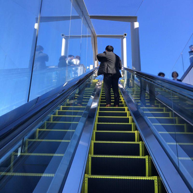 47階へいくエスカレーター