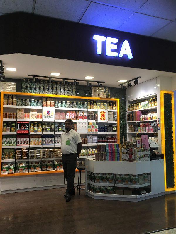 空港の中にはやっぱり紅茶屋さんがたくさん