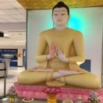 仏陀がお出迎えしてくれます