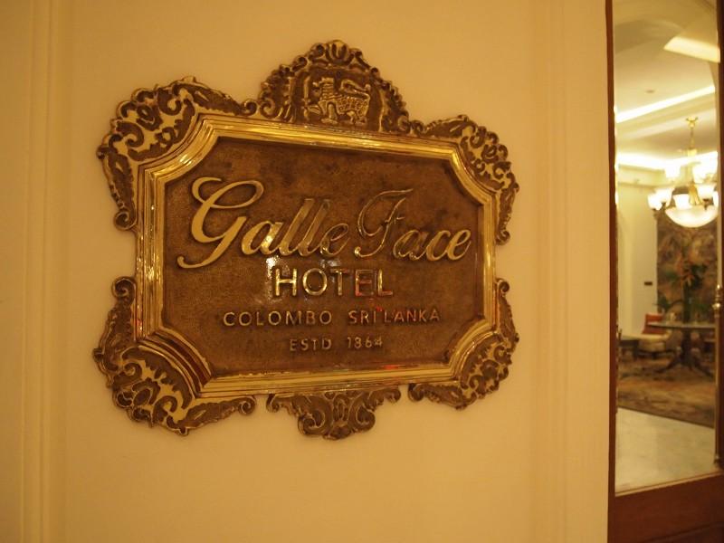 ゴールフェイスホテルの看板