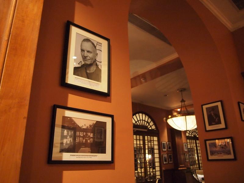 ゴールフェイスホテルのロビーに飾ってある著名人たちの写真